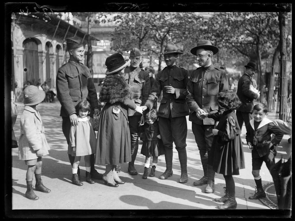 An elegant Parisienne chats with American soldiers in Paris on September 14, 1918