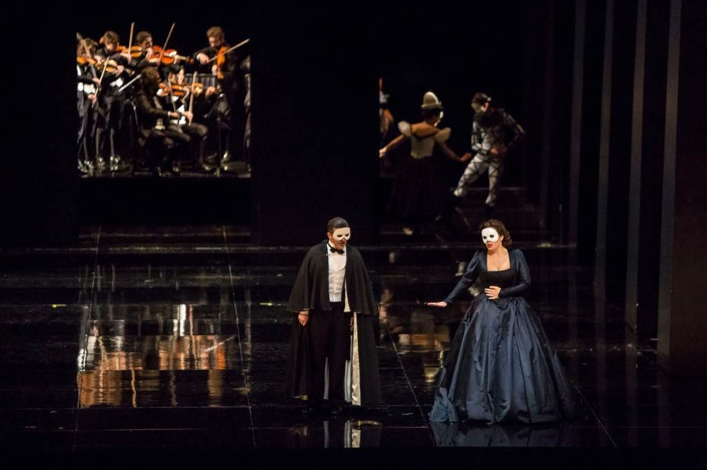 Piero Pretti (Riccardo) and Sondra Radvanovsky (Amelia) in Un Ballo in Maschera at the Paris Opera.