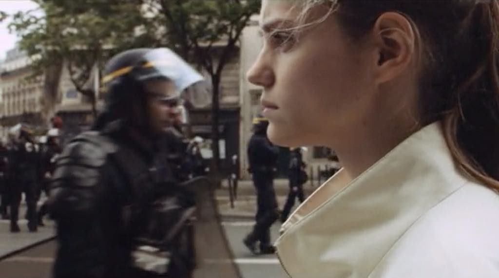 Noémie Schmidt as Anna in the promo for Élisabeth Vogler's Paris Est une Fête.