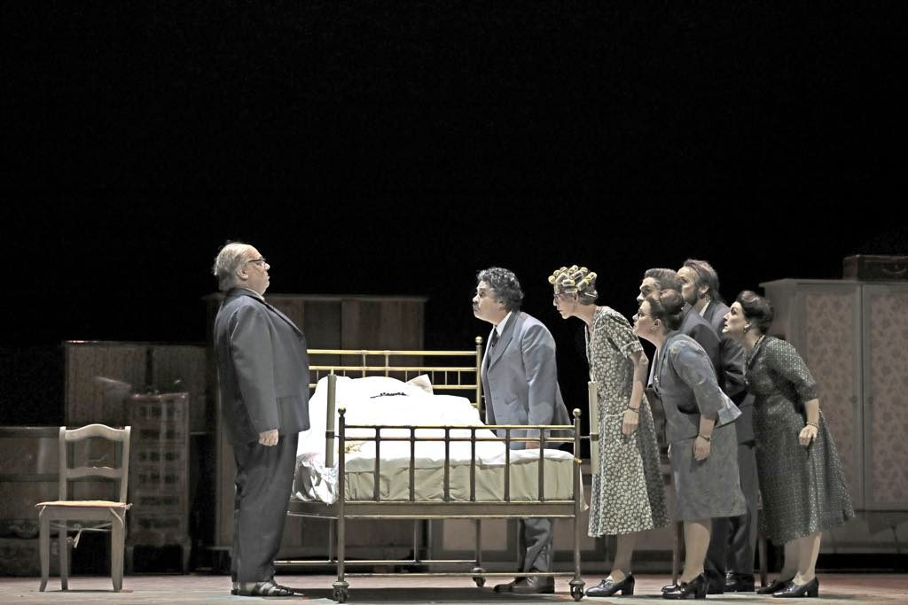 "A scene from Puccini's ""Gianni Schicchi."" © Svetlana Loboff – Opéra National de Paris"