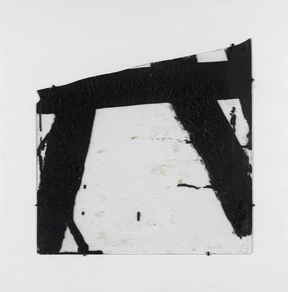 Soulages, Fondation Gianadda, Goudron sur verre 45,5 x 45,5, 1948-2