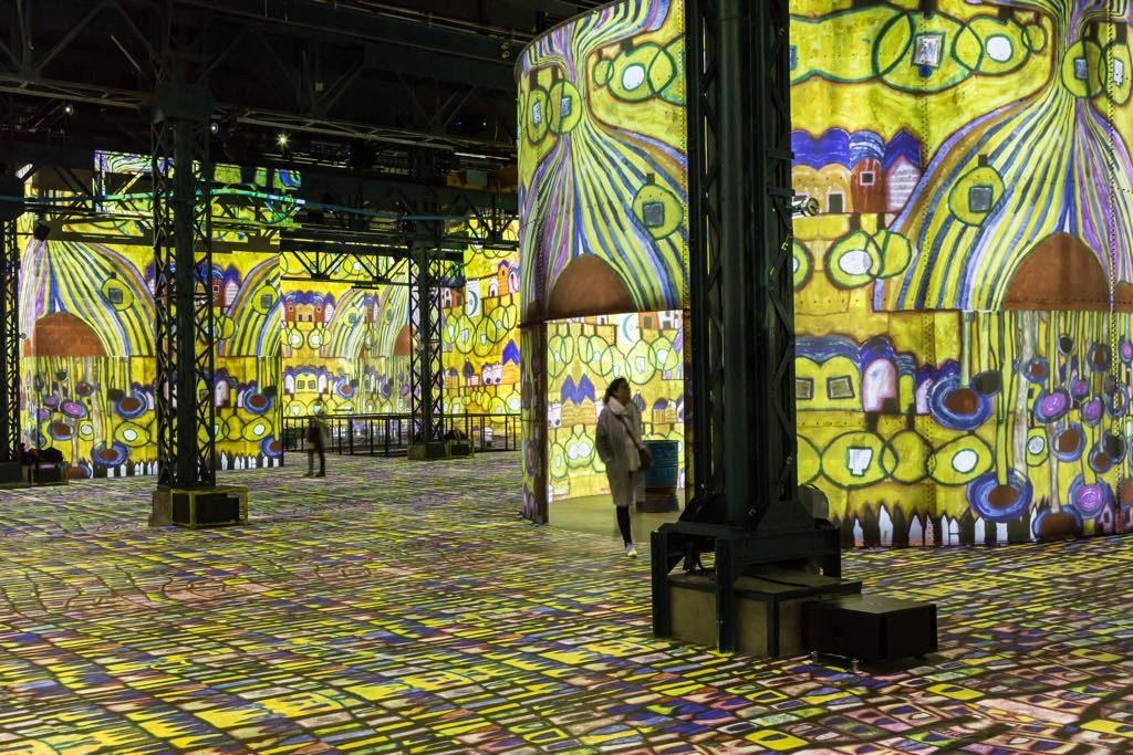 """24 - L'exposition immersive """"Hundertwasser, sur les pas de la sécession viennoise"""" - Atelier des Lumières © Culturespaces - Sophie Lloyd"""