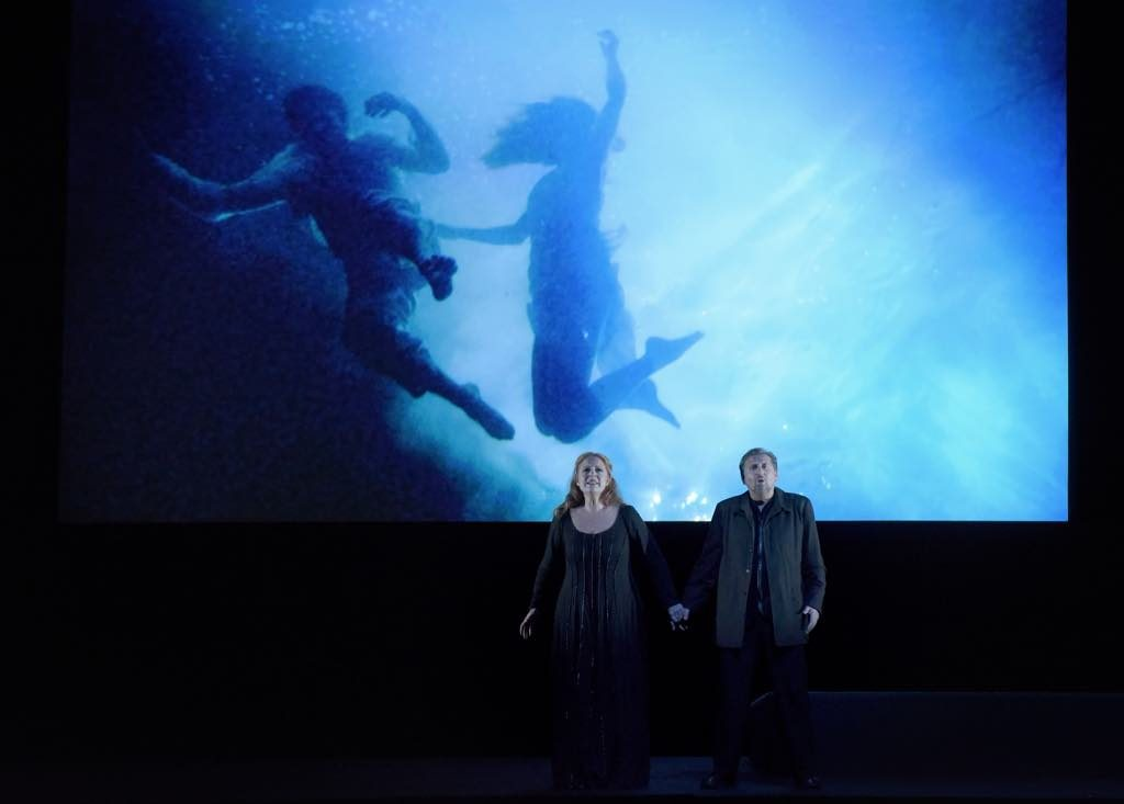 Andreas Schager as Tristan and Martina Serafin as Isolde at the Paris Opera. Video by Bill Viola. Photo: Vincent Pontet