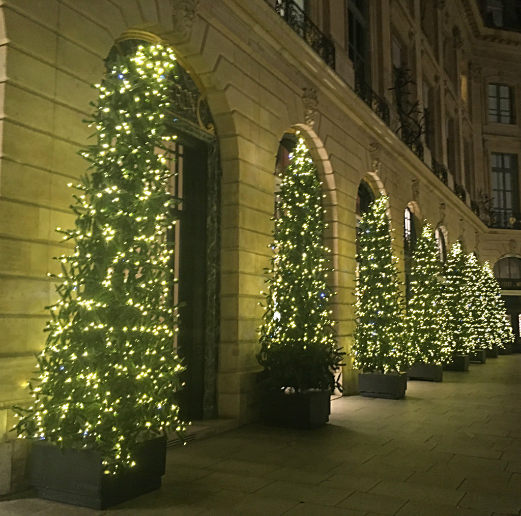 Where to See the Best Christmas Lights in Paris