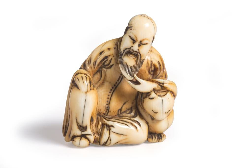 Netsuke representing a wise man leaning on his tiger (early/middle 18th century). © MAD, Paris/Jean Tholance