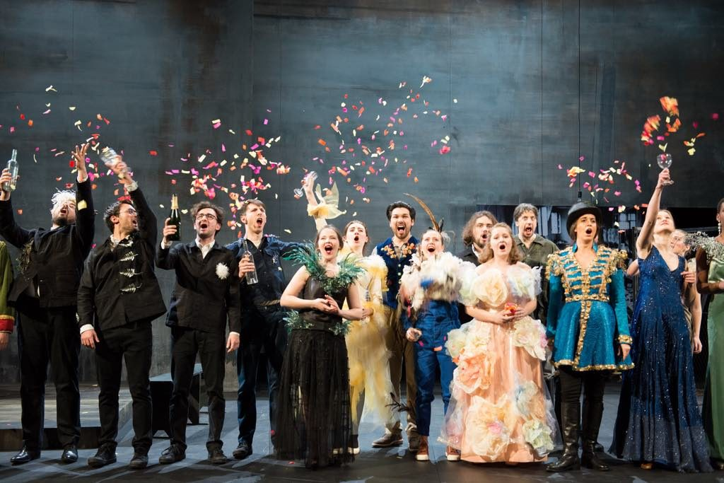The champagne party scene in Die Fledermaus. © Elizabeth Carecchio