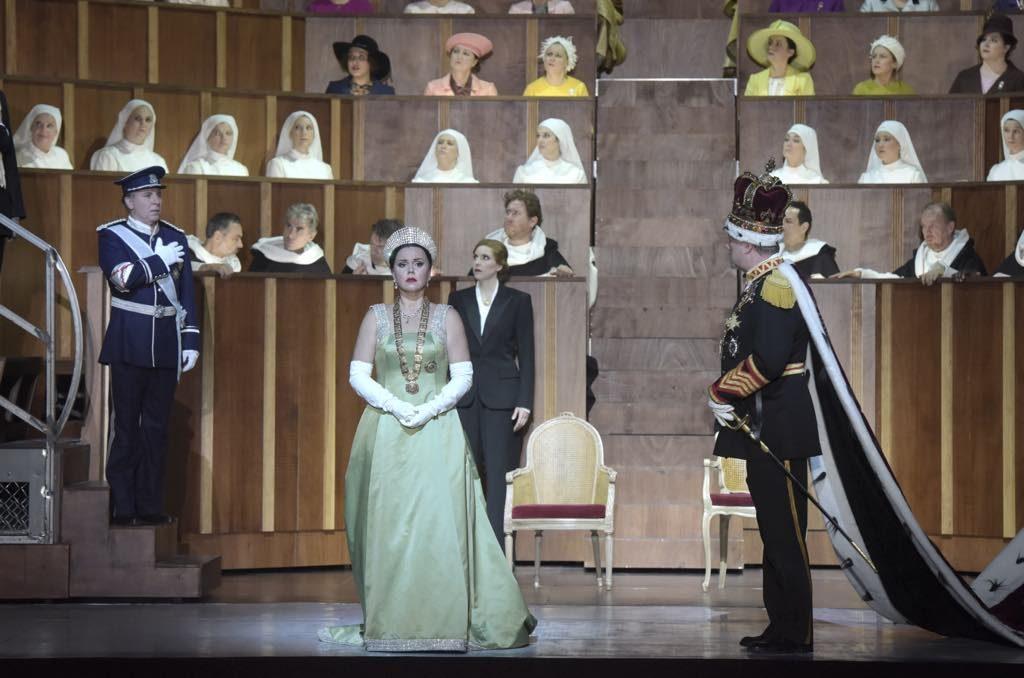 Roberto Alagna as Don Carlo, Aleksandra Kurzak as Elisabetta di Valois, Ève-Maud Hubeaux as Tebaldo and René Pape as Filippo II. © Vincent Pontet/Opéra national de Paris