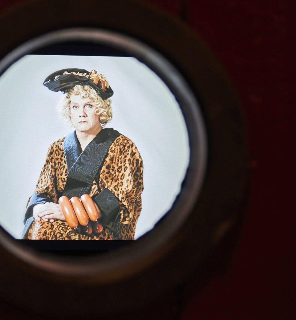 Through a peephole. © Laetitia d'Aboville/Voyez-Vous
