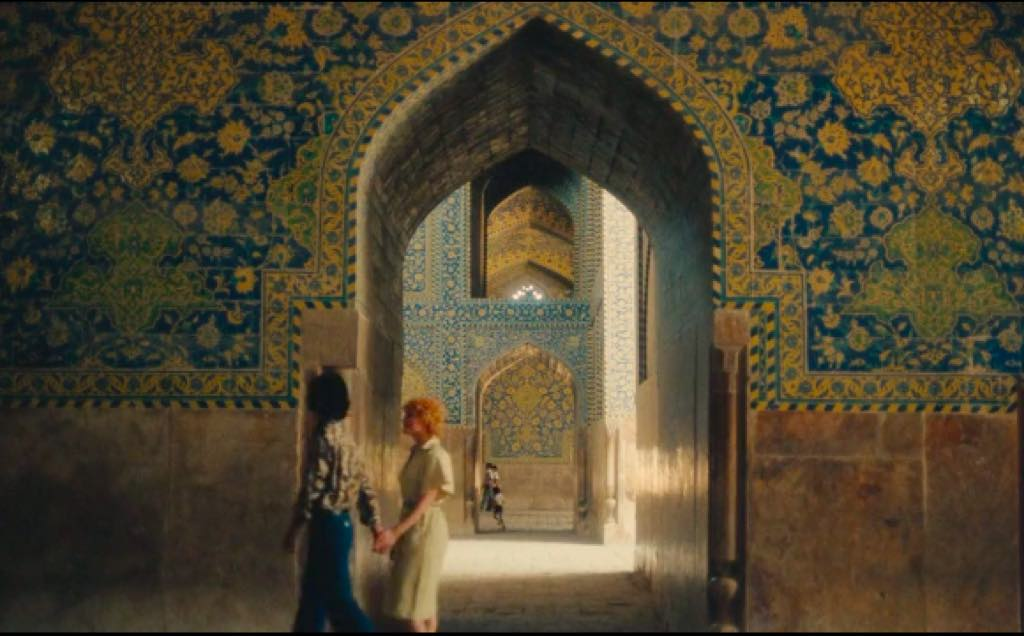 A still from Plaisir d'Amour en Iran, by Agnès Varda.