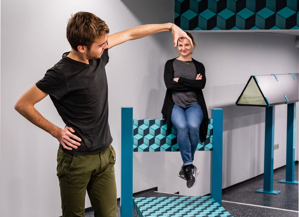 The Beuchet chair illusion demonstrated at the Museum of Illusions.