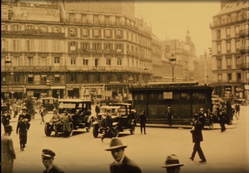 A still from the 1925 silent film Paris en Cinq Jours, available for free streaming on the site of the Cinémathèque Française.