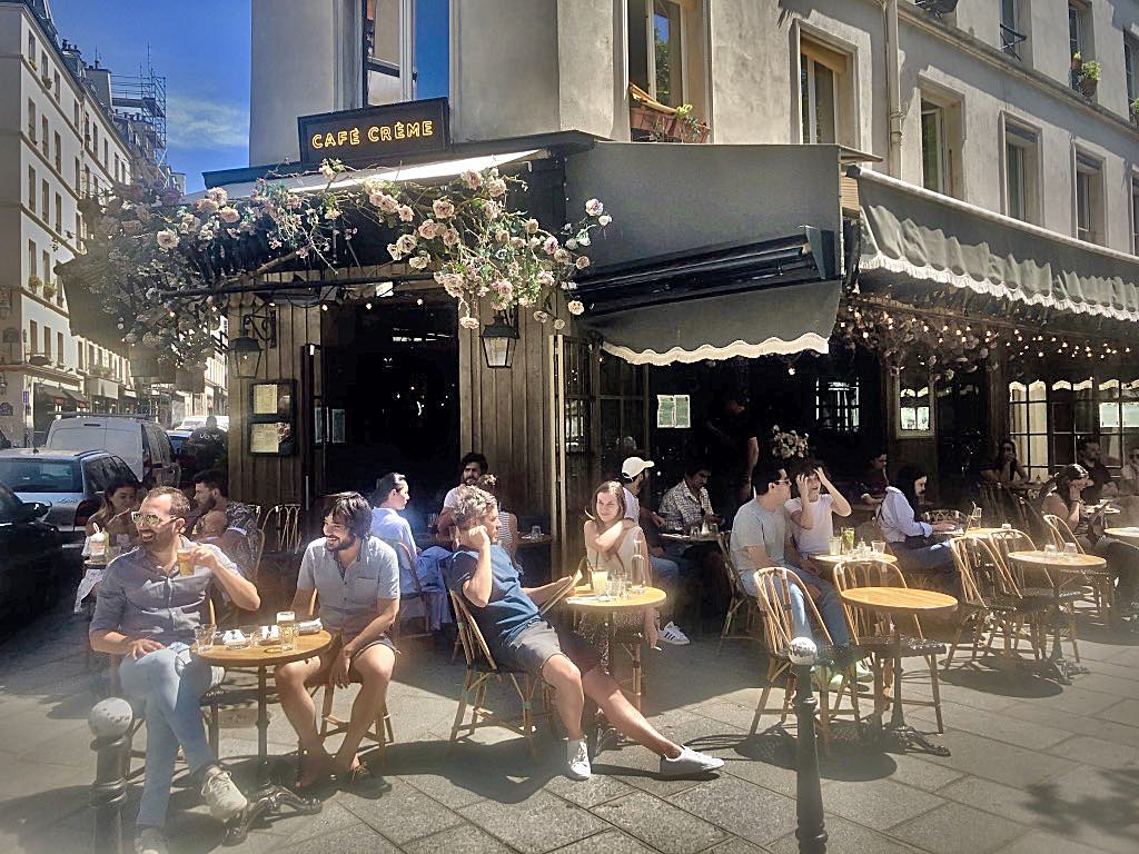 After Paris's café terraces opened yesterday, Parisians were out in full force to enjoy the sunshine. © Paris Update