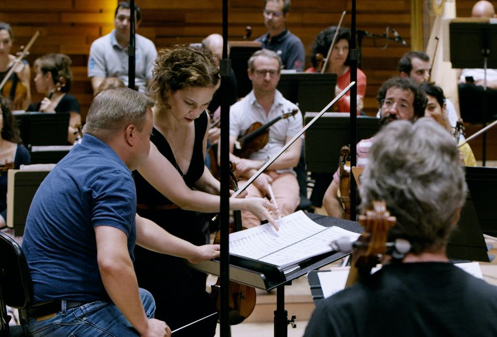 Hilary Hahn rehearsing with conductor Mikko Franck. © OJ Slaughter