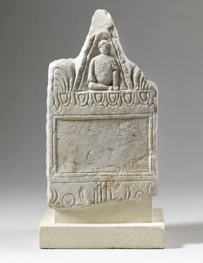Votive stele, Carthage, Tophet, mid-third century BCE. © 2013, RMM-Grand Palais (Musée du Louvre) © Christophe Chavan