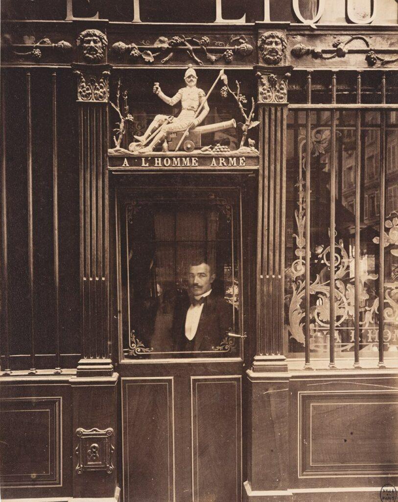 """""""Cabaret de l'Homme Armé, 25, rue des Blancs-Manteaux, IVe"""" (September 1900). © Paris Musées/Musée Carnavalet–Histoire de Paris"""