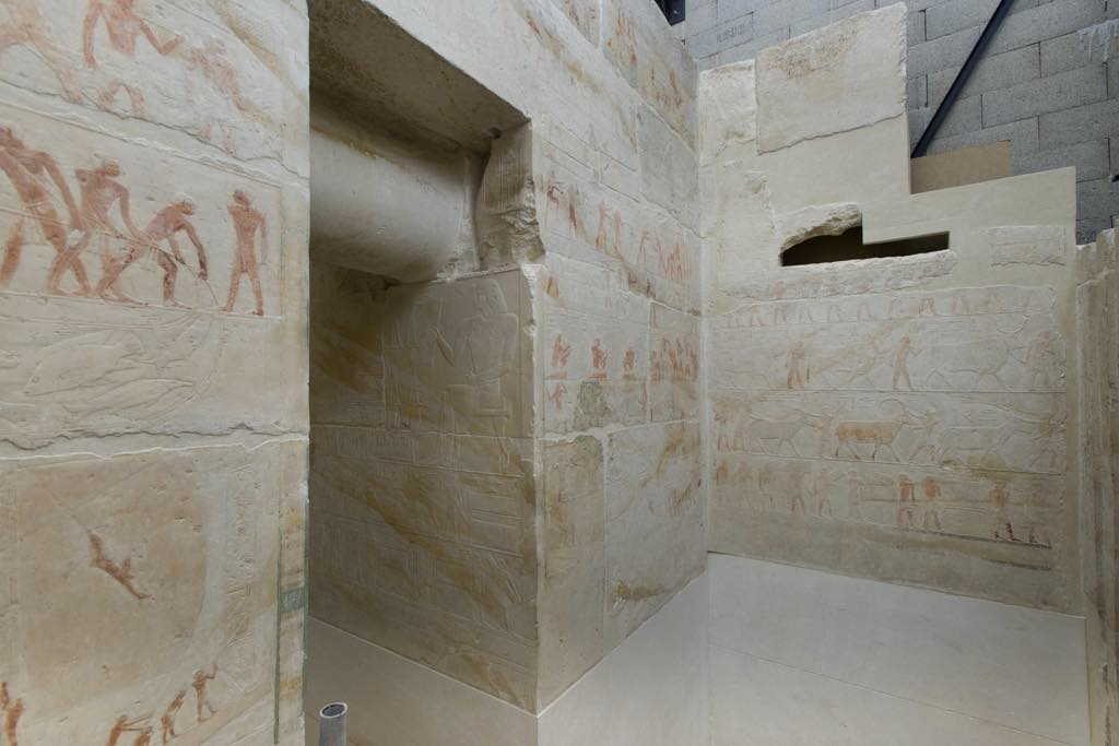 The interior of the chapel of the mastaba of Akhethotep during its restoration. © Musée du Louvre Photo: Raphaël Chipault
