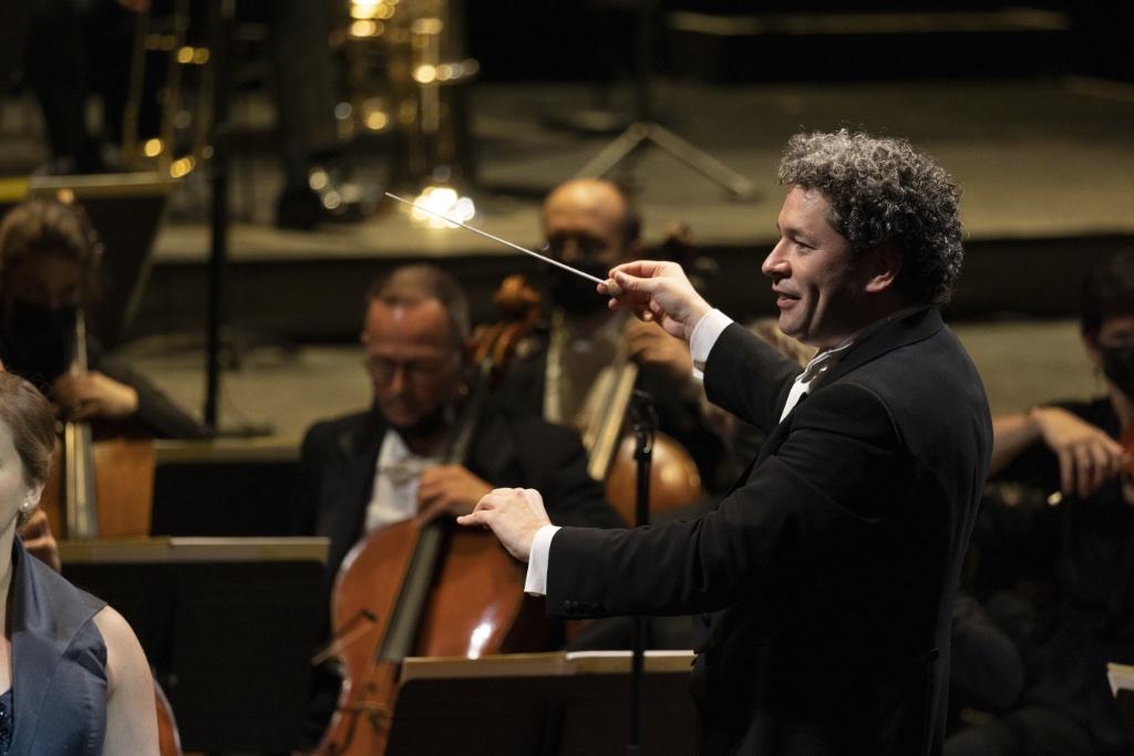 The Paris Opera's new music director Gustavo Dudamel conducts the inaugural concert at the Palais Garnier. Photo © Elisa Haberer/Opéra National de Paris